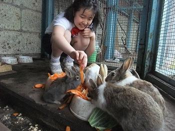 s-竹石さんとウサギ.jpg